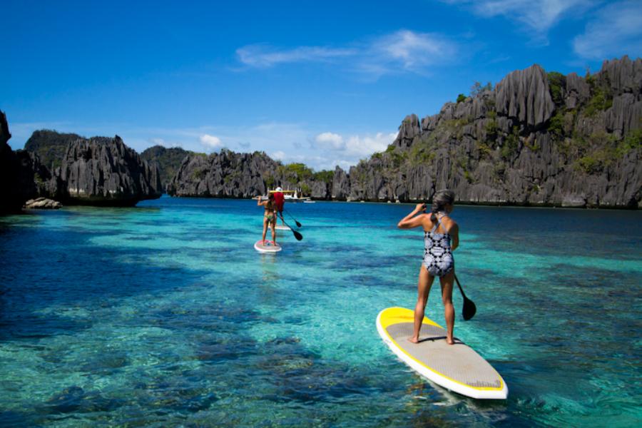 stand-up paddling in Palawan